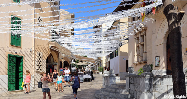 Alcudia gamle by gade